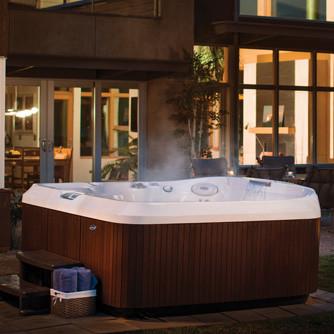 backyard hot tub in aspen